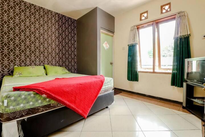 Clean Superior Room at Puspa Sari Villa & Homestay