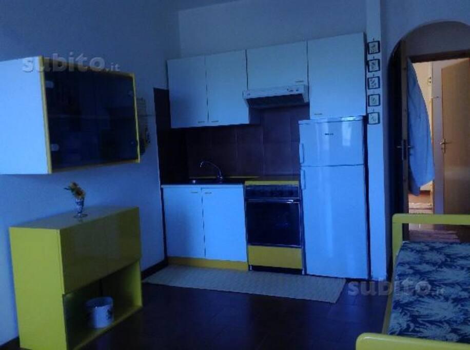 ambiente comune cucina più divano letto