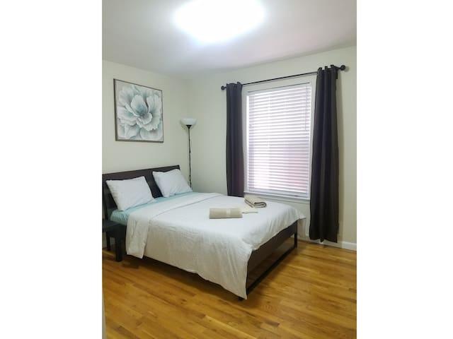 (U) Easy Access to EWR & Penn. The Ume Room