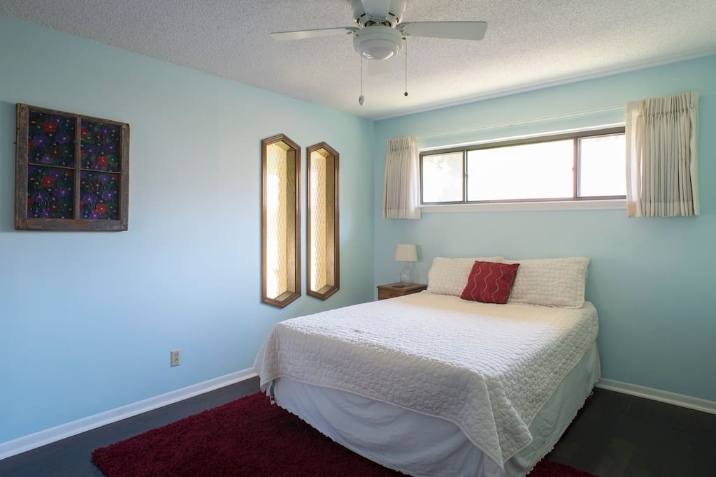 Guest room (room for rent)