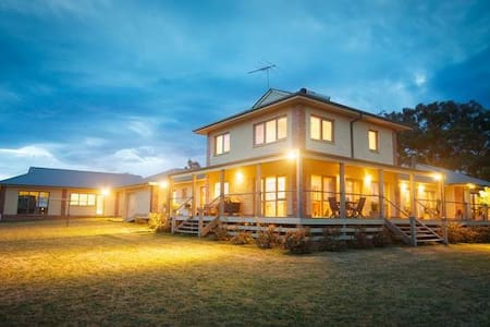 Kinglake Retreat sleeps up to 10  - Kinglake