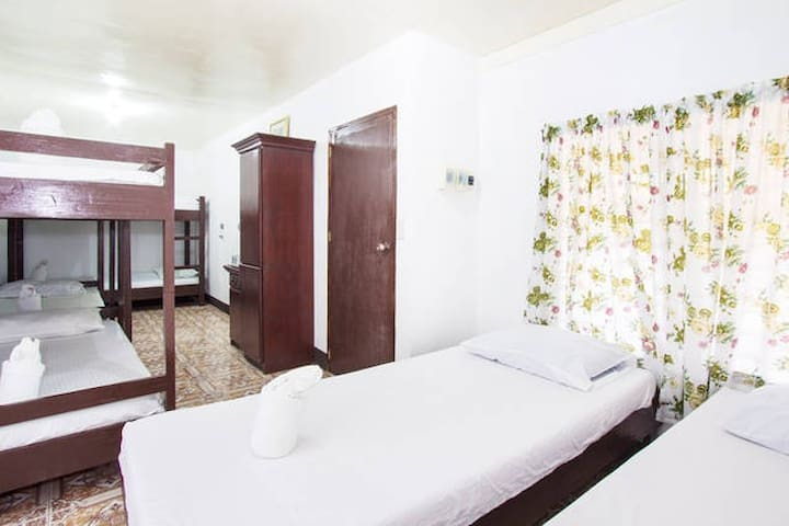 Dorm Room for 8 - Baclayon - Bed & Breakfast
