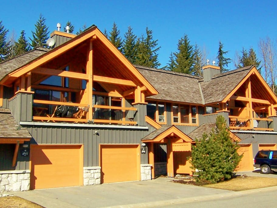 Montebello ii whistler b c canada villas for rent in for Montebello cabin rentals