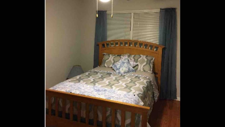 Beautiful Guest Room for Short Term Professionals