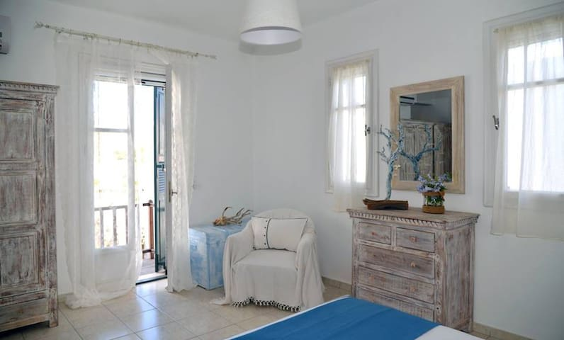 Nataly's Villa 3-near the beach on Kythnos Island!