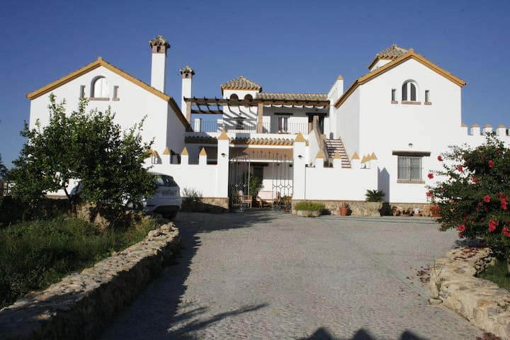 Andalucian Cortijo with views (country house) - Arcos de la Frontera - Huis