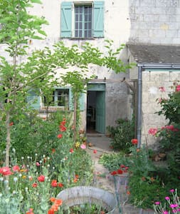 Loire Riverside Cottage with Garden - Saint-Clément-des-Levées