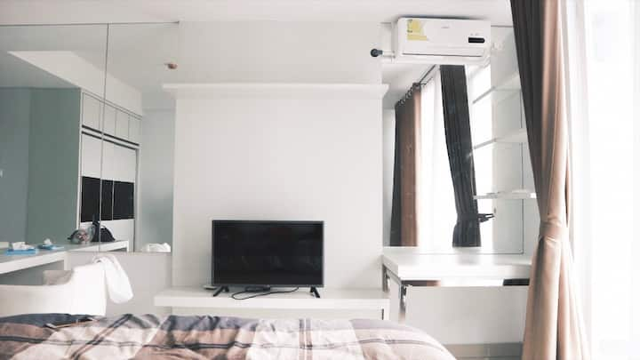 Cozy Minimalist Studio at Dago Suites Apartment