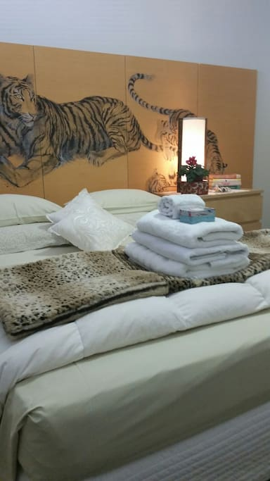 Exquiste comfy beds with 1500 thread bed linen, goose down doonas and rich white fluffy towels and bathrobes.