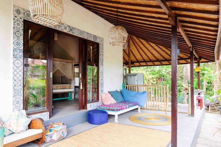Nestled  In the trees Balian Beach little villa