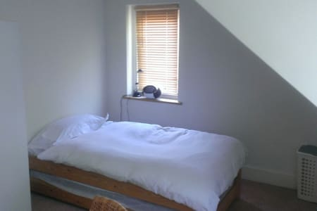 Quiet single WB Studios 3 miles - Kings Langley - Bed & Breakfast