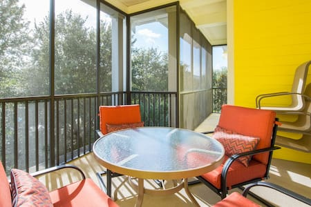 3 Bedrooms 2 Baths, sleeps 8, 1739 sq ft (162m2) Spacious, 5-star rated Grand Bahama condo in tropical Bahama Bay Resort close to Disney. We have recently upgraded the whole apartment. The perfect place for families and friends staying together.
