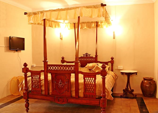 Emperor Room for your luxury stay - South Goa