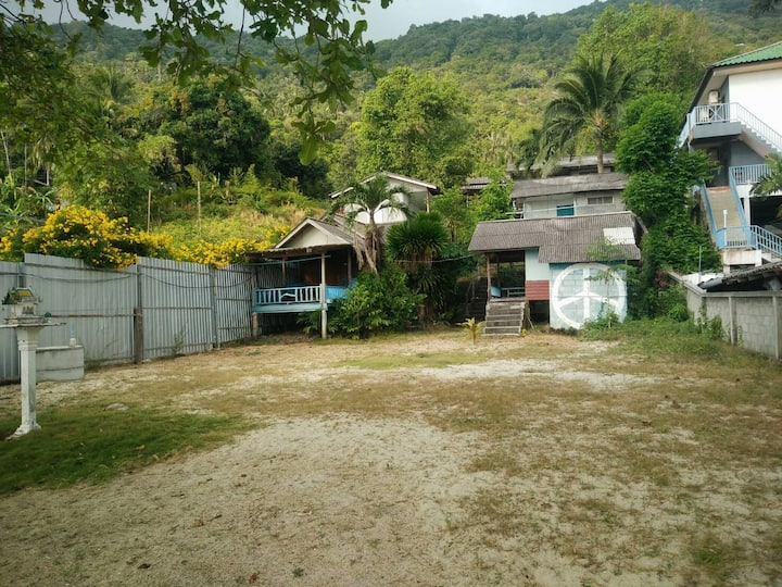 Back To Nature Hut (2 Bed Beach-Bungalow-2)