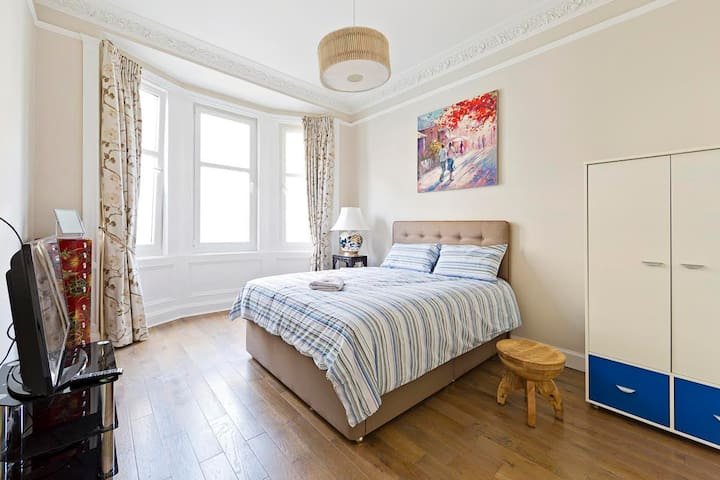 A King Size Room in Central Edinburgh