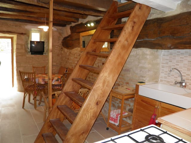 Studio en duplex dans habitation très ancienne. - Villers-Canivet - Bed & Breakfast