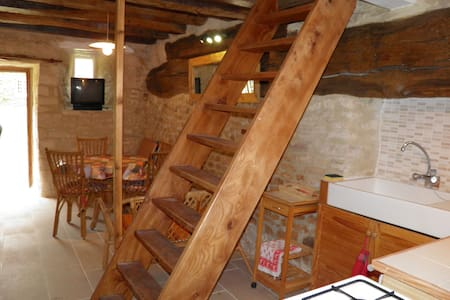 Studio en duplex dans habitation très ancienne. - Villers-Canivet