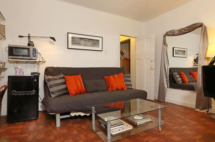 Musical AirBnB, en suite, garden! - Queens - Casa