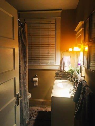 Convenient, Cozy , Clean  Private Room and Bath