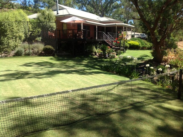 Adelaide Hills: A Touch of Paradise - Oakbank