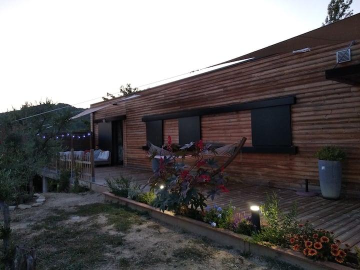 Maison bois vue sur le Mont d'Or