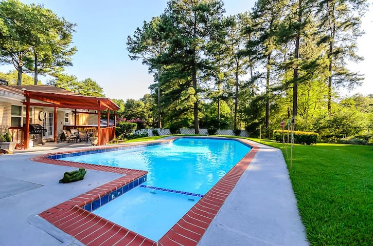 The Atlanta Chill Spot - 5 Bedroom Sleeps 14
