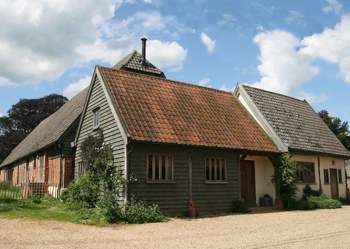Cosy Cartlodge on family farm in Suffolk sleeps 5+