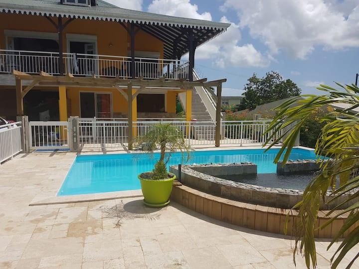 La villa Colibri  Spacieux T3 avec piscine et spa