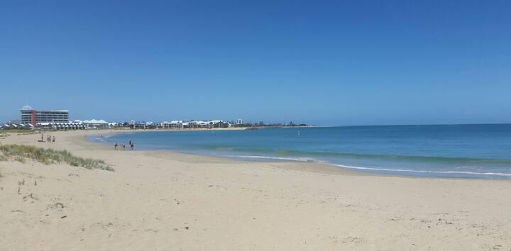 Town Beach 100 metres / pet friendly