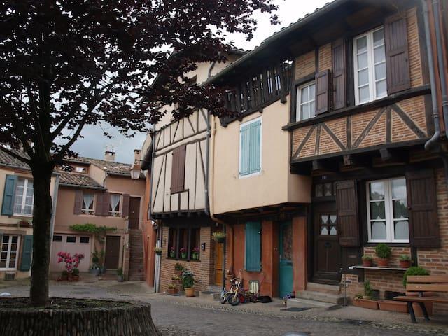 """Gîte-studio"""" Côté Place""""ALBI Unesco"""