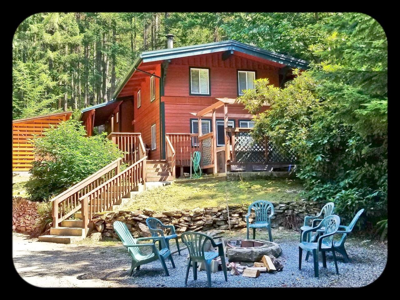 "Elk View Lodge Estate ""Bull"" Bull - Sleeps 8 guests."