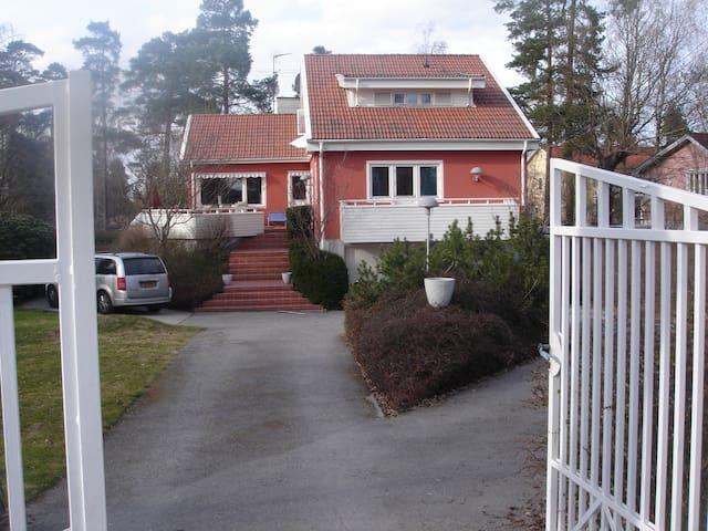 Villa Djursholm 20min to Stockholm - Danderyd - Casa