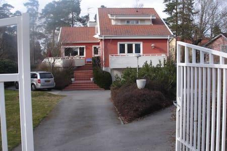 Villa Djursholm 20min to Stockholm - Haus