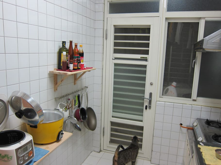 kitchen that you could cook ur local food or try local food in TW.