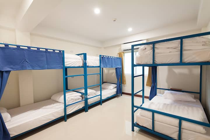 Mixed dormitory 6 beds ห้องพักรวมชายหญิง 6 เตียง