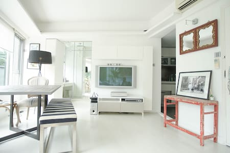 Luxury Living, Downtown Condo + Happy Valley View - Hong Kong