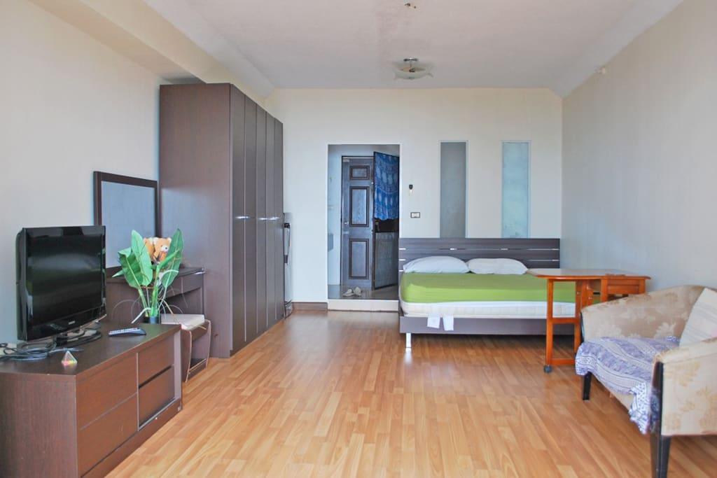 Spacious 44 sq. m. studio with laminate floor