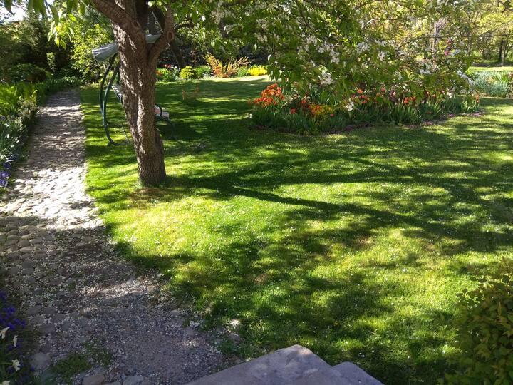 Garden Charm B&B