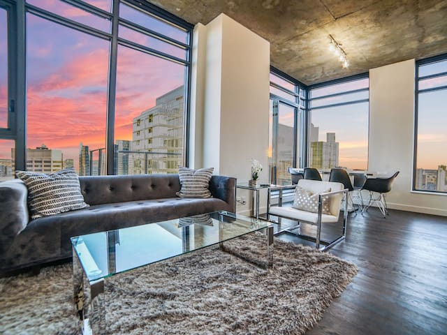 LUX | 2 BD + 2 BA CONDO ON 30TH FLOOR DT CALGARY