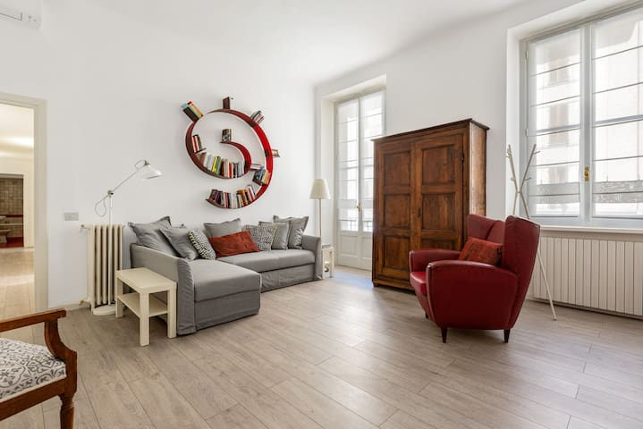 Sleeps 6 in Classic Style ✧Navigli Area✧