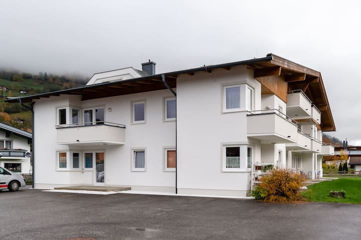 Apartment with beautiful view near Zell am See & Kaprun, with sauna