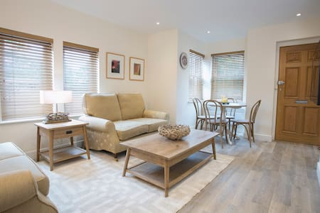 Four Elms New ground floor flat in the village - Four Elms
