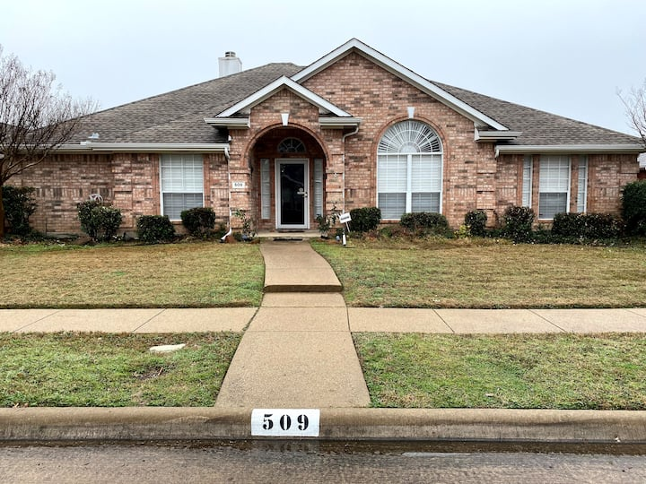 Peace and Quiet 4Br3Ba in North Garland Texas