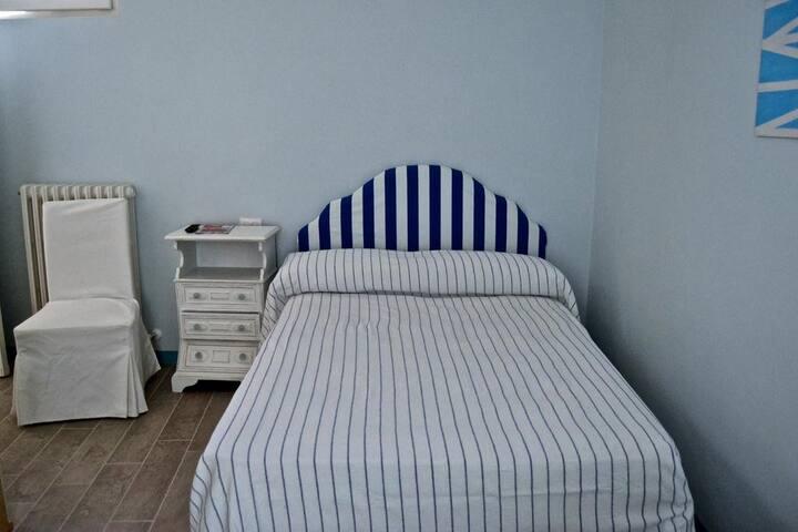 Camera con bagno Cucina e Solarium Vista Mare/ Blù