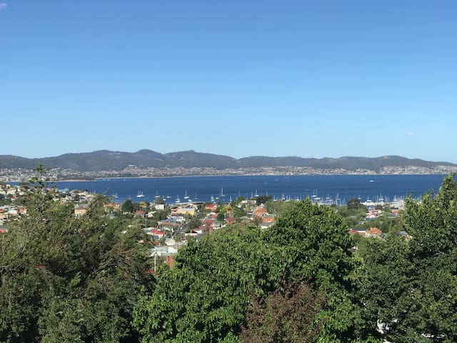 2 BR unit with parking and views -  Hobart  - Apartment