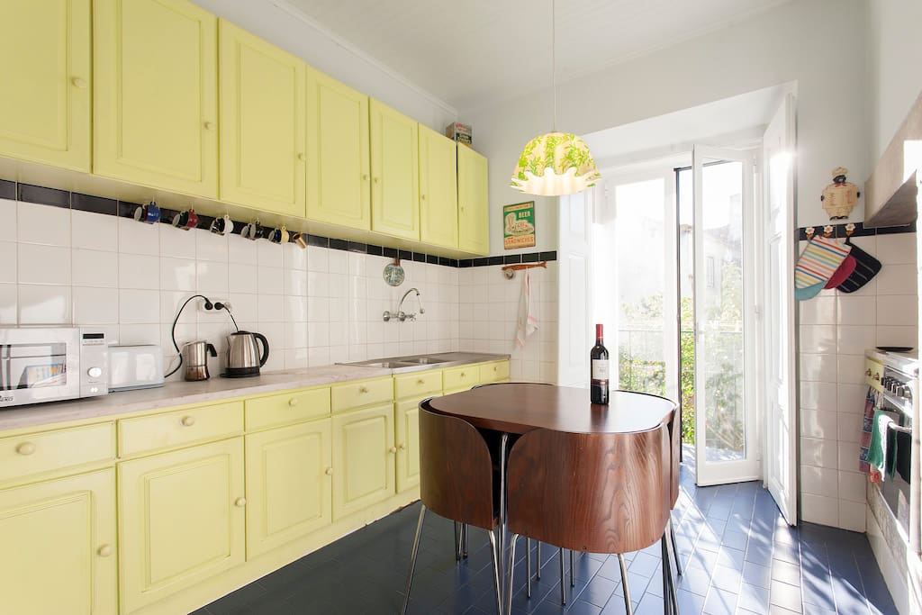 Kitchen (with table for 4)