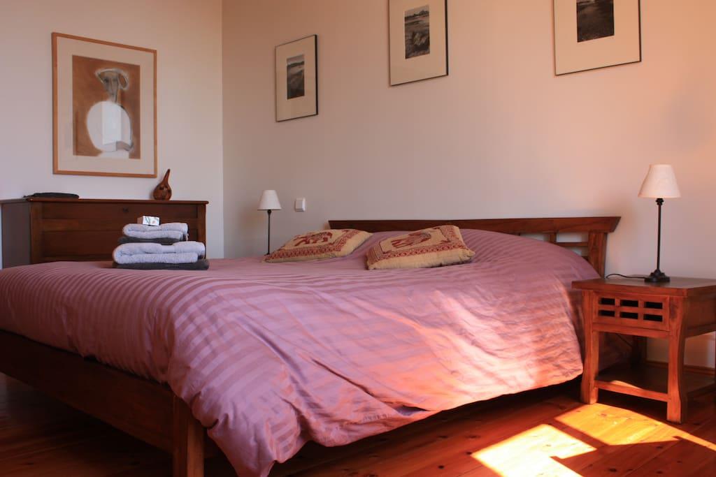 chambre d 39 h tes men joliguet chambre copp lia chambres d 39 h tes louer le de br hat. Black Bedroom Furniture Sets. Home Design Ideas