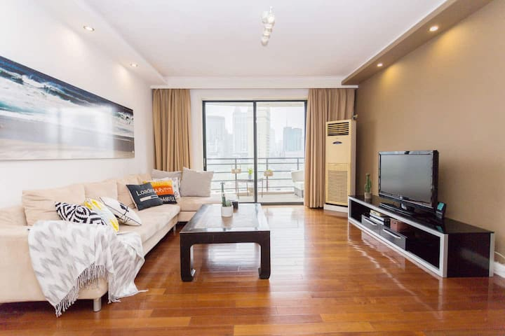 Big 4Bedrooms Apartment with Balconies!Citycentre