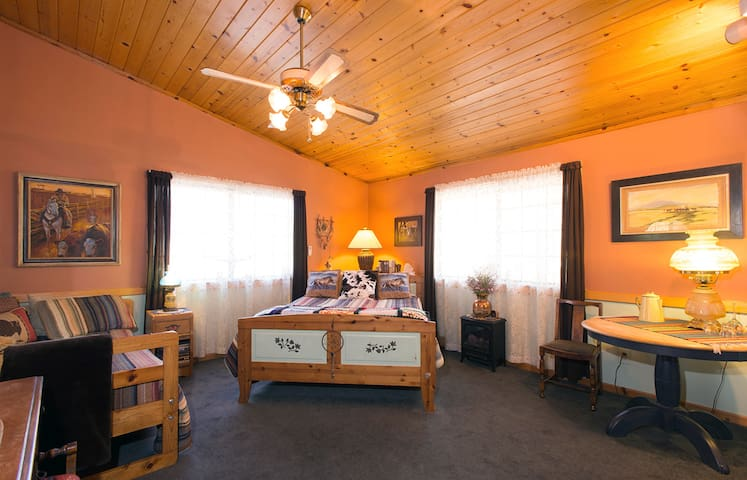 The Cowboy Room - The Old Bear B&B