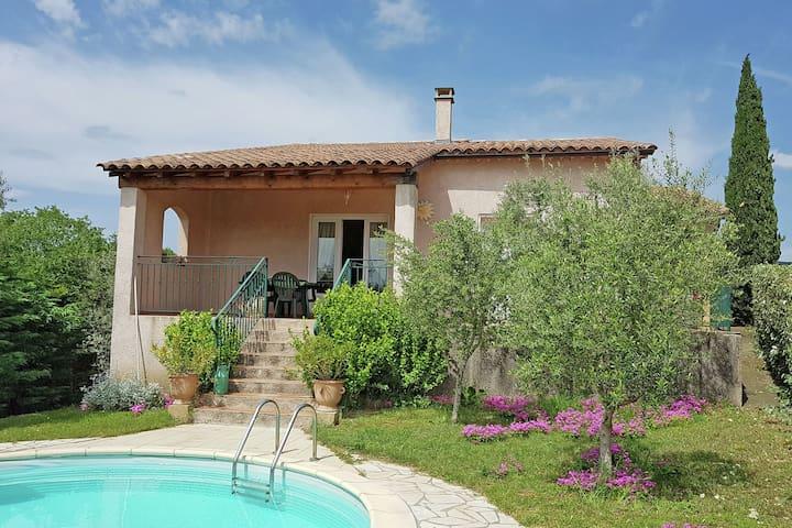 New villa, round swimmingpool, beautiful view